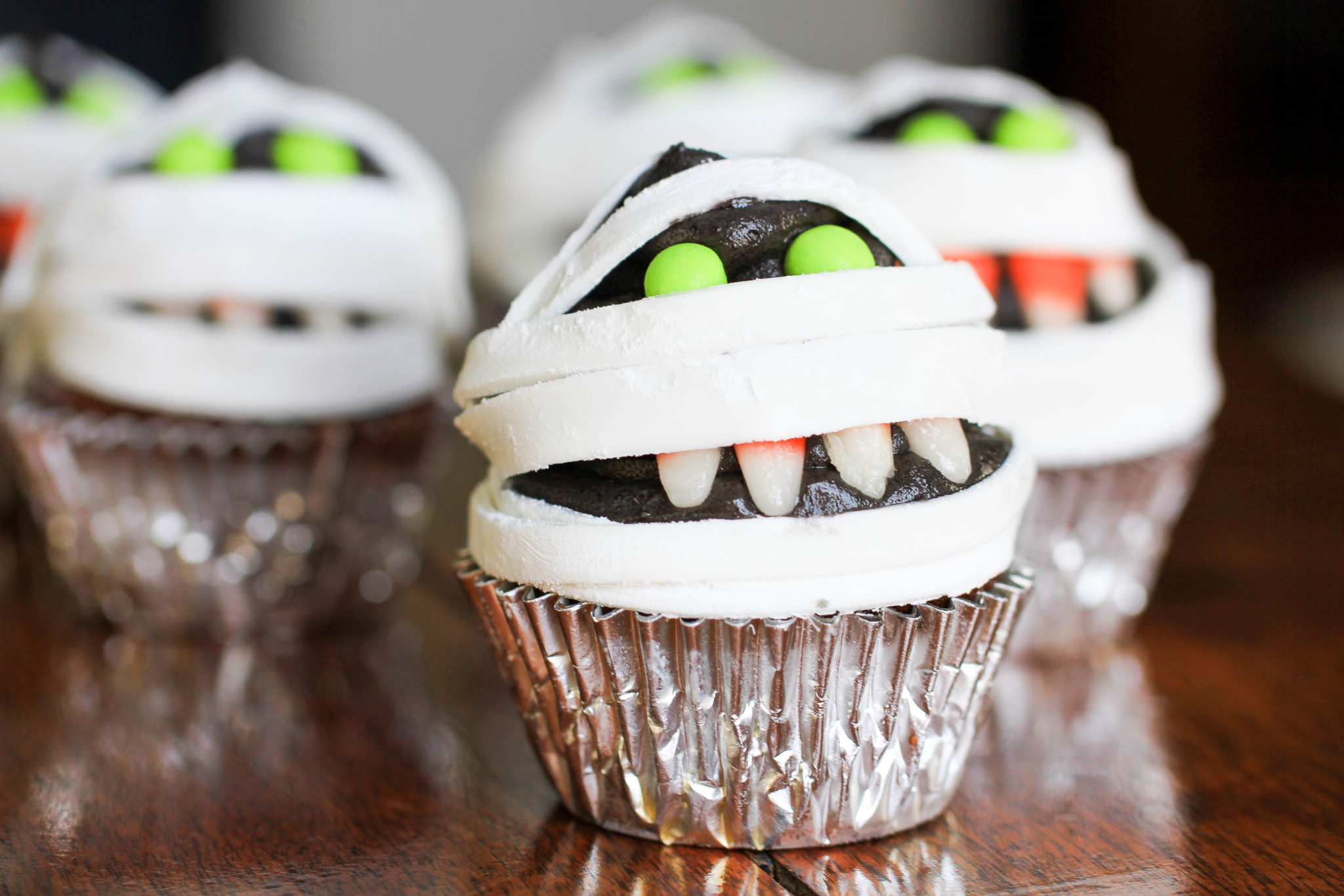 murrary the mummy cupcakes