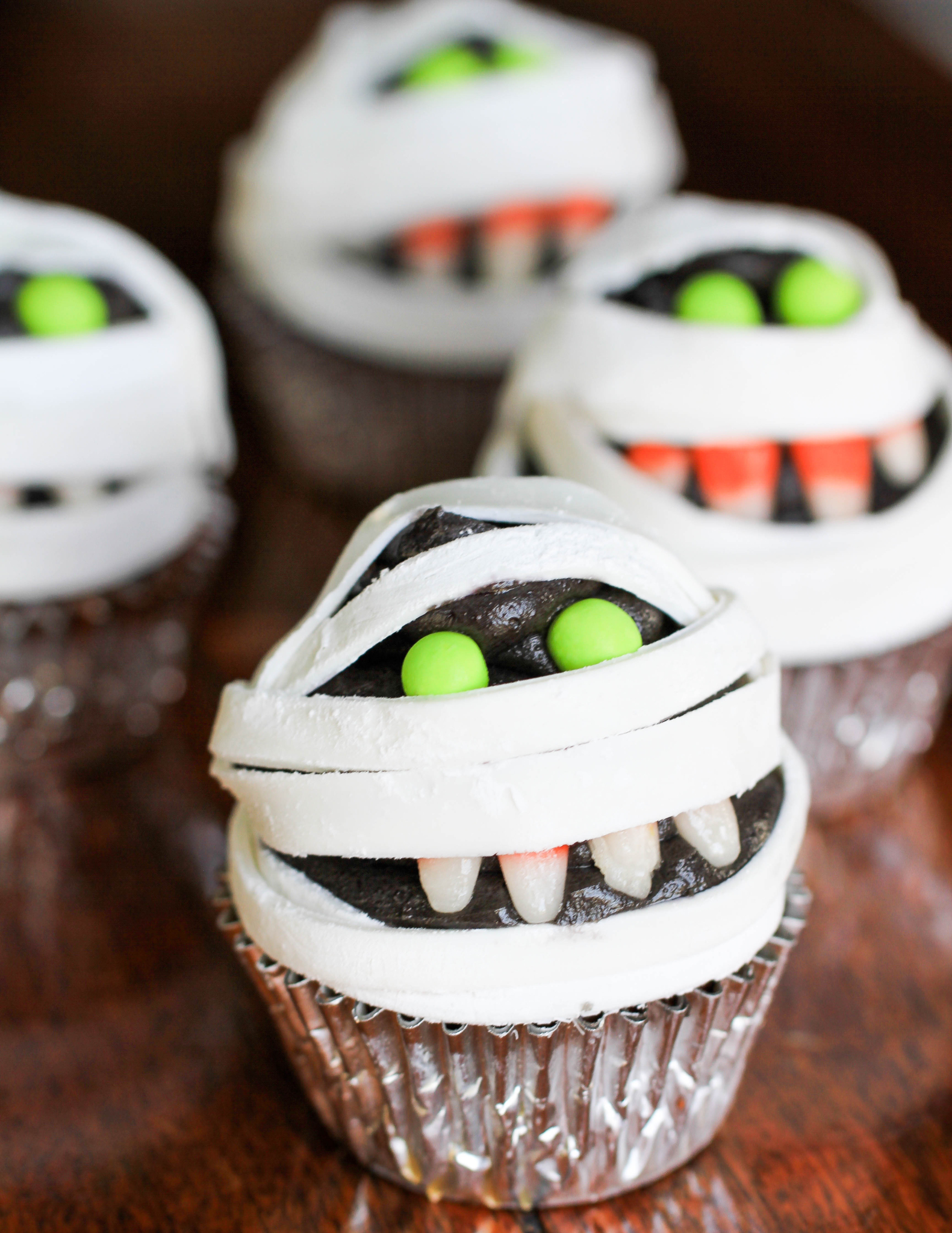 murray the mummy cupcakes